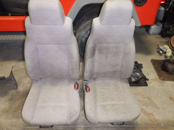 1997-06 Jeep Wrangler TJ LJ Khaki Cloth Seats Image