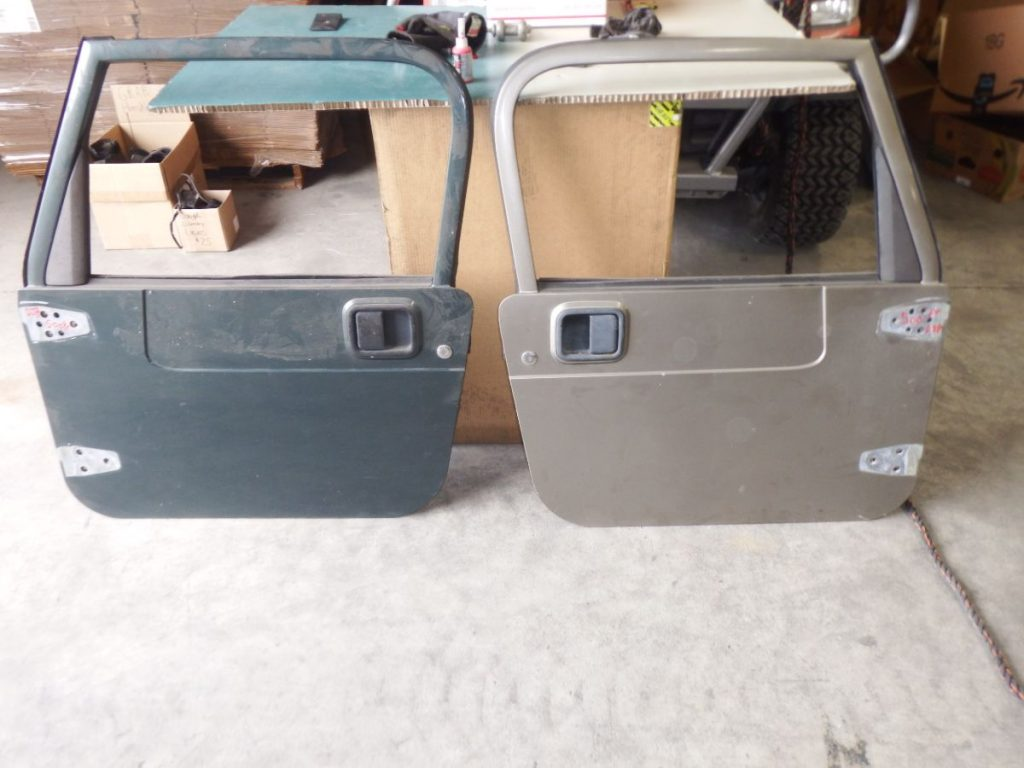 Pair TJ LJ Full Doors Left Glass Broken Green/Khaki Image