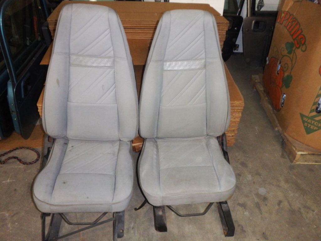 Pair Jeep Wrangler YJ Front Seats Gray Cloth 150 Image