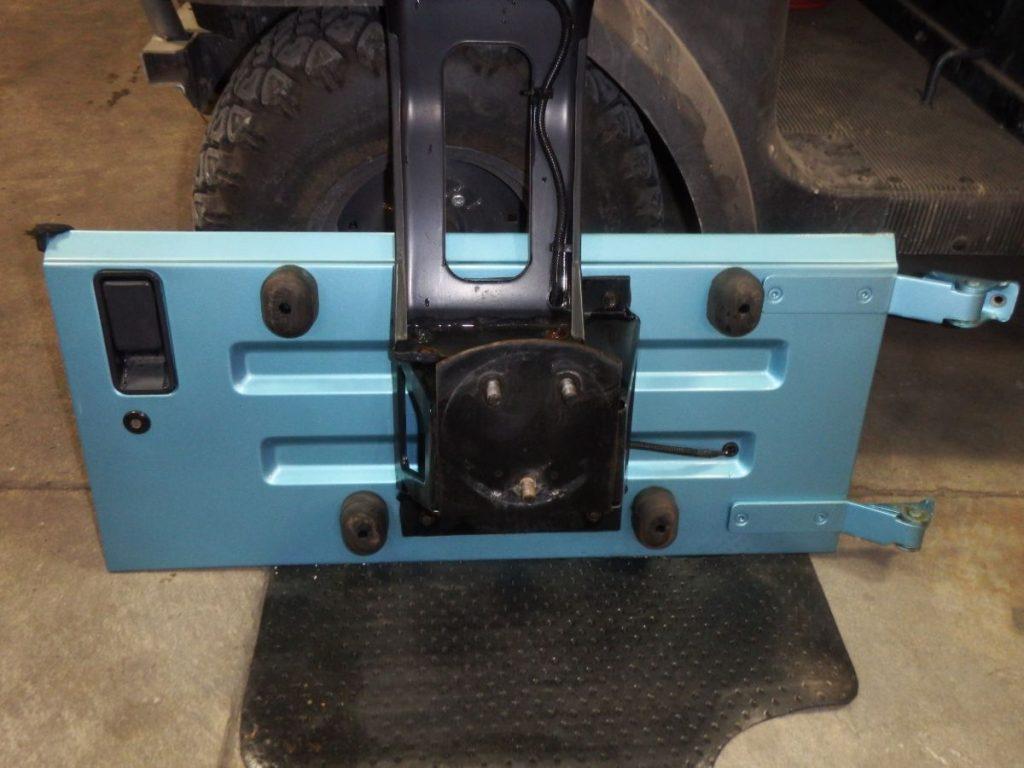 Jeep Wrangler YJ Rust Free OEM Tailgate Aqua PQE gate 300 Image