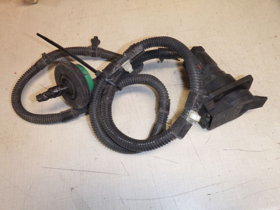 Jeep Factory 7 Way Trailer Plug with Wiring Pigtail Image
