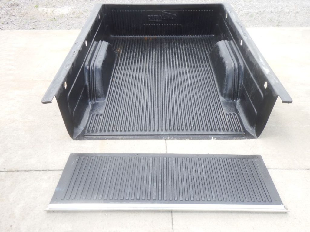Jeep Comanche Short Bed Over the Rail Bedliner Nice Shape Image