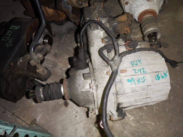 1999 Jeep Cherokee XJ 242J Transfer Case Image
