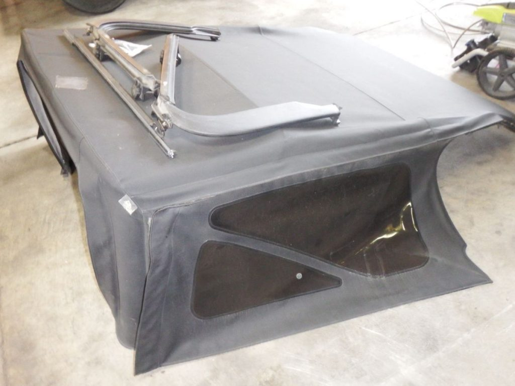 04-06 Jeep Wrangler Unlimited LJ Soft Top with Hardware, Missing Back Window Image