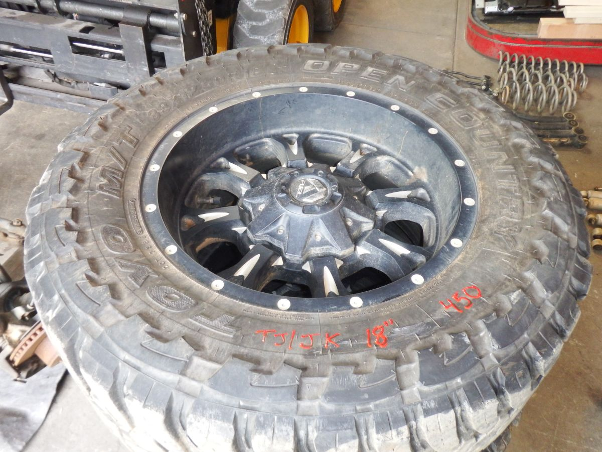 TJ JK Fuel Wheels Toyo M/T 33x12.50-18 Tires Image