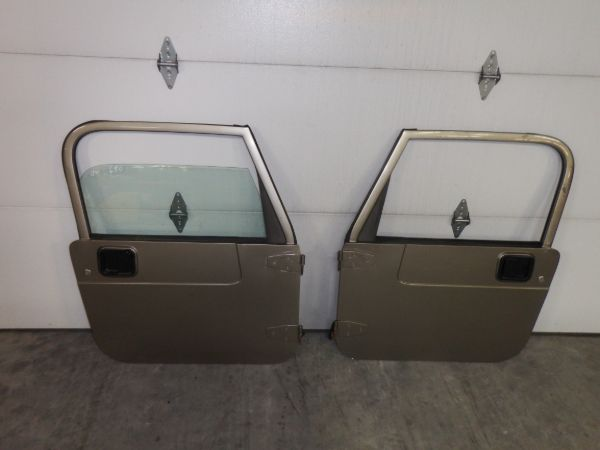 1997-06 Jeep Wrangler TJ/LJ Full Doors PJC Left Glass Broken Image