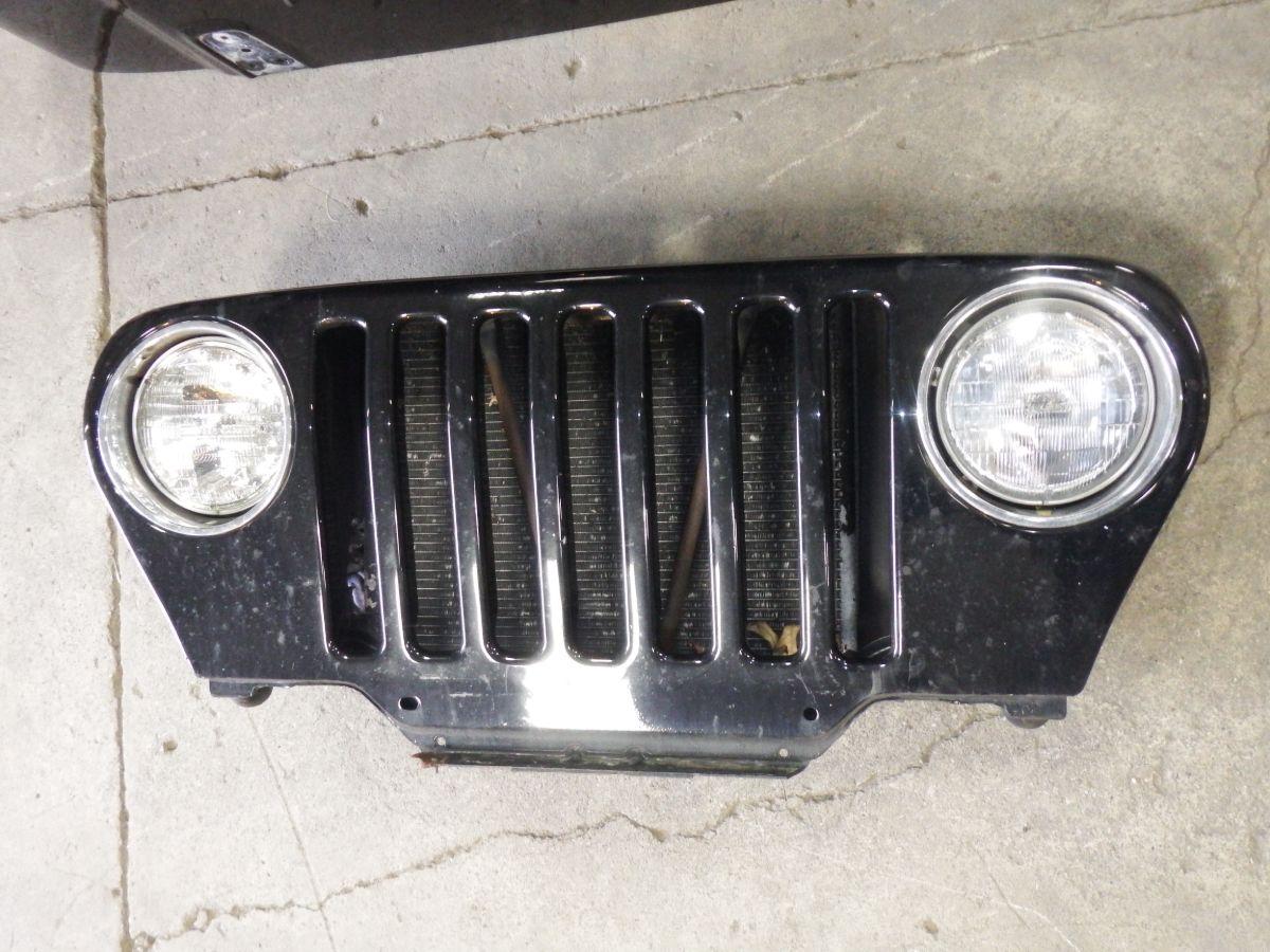 98-06 Jeep Wrangler TJ LJ Grille Black PX8 Image