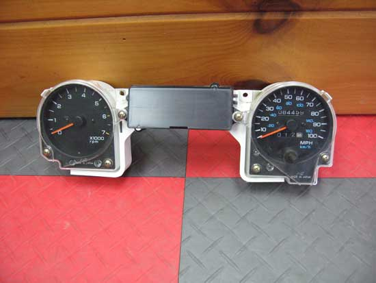 1992-95 Jeep Wrangler YJ Dash Gauge Cluster No Corrosion Works Great Image