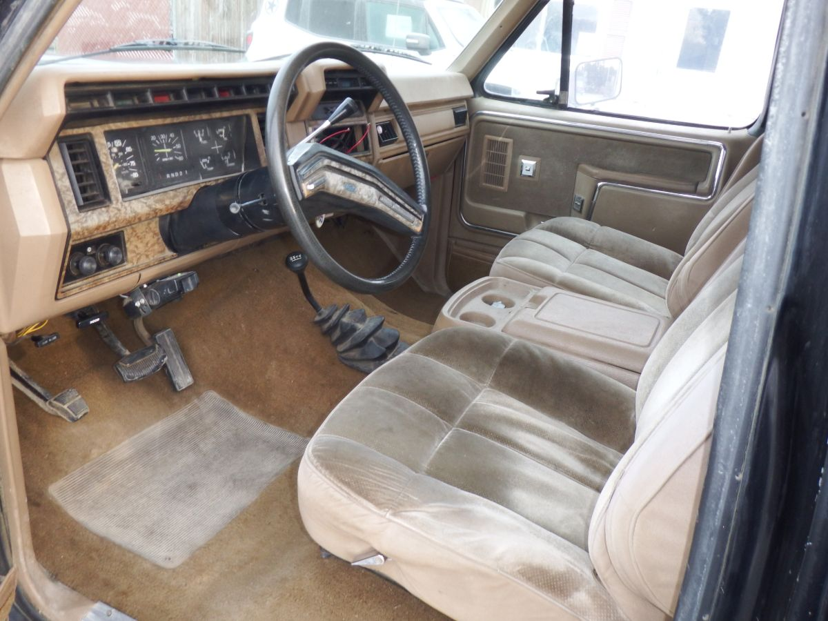 1986 Ford F-250 Lariat Extended Cab Long Bed 4×4