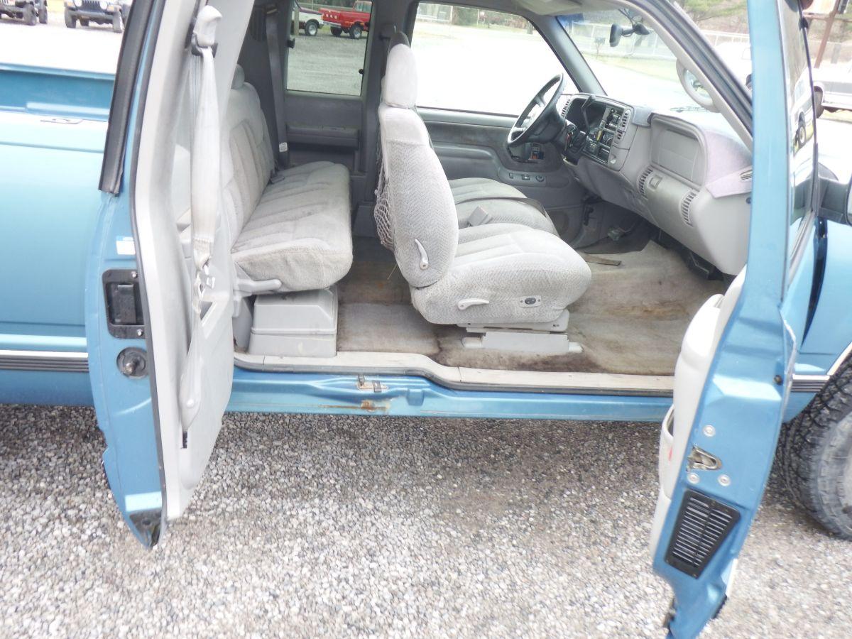 1998 Chevy K1500 Silverado Extended Cab 3 Door Short Bed 4×4