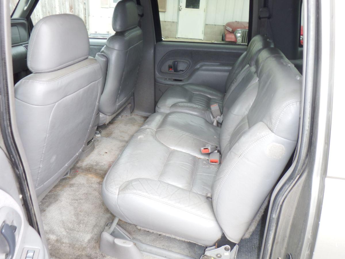 1999 Chevy K2500 Suburban 3/4 Ton 4×4