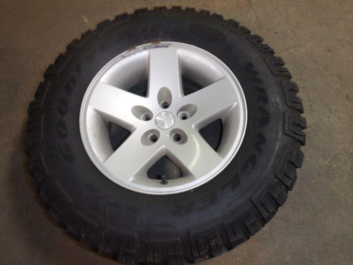 Jeep Wrangler TJ LJ Rubicon Wheel Tire Spare 50% Tread Image