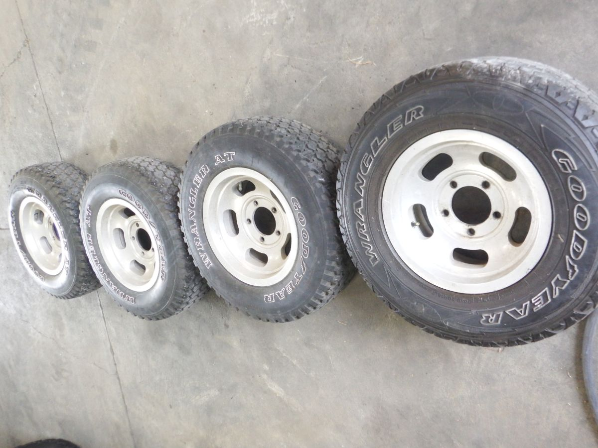 Jeep CJ 15 inch Slotted Mag Wheels 5 on 5 1/2 Bolt Pattern Image
