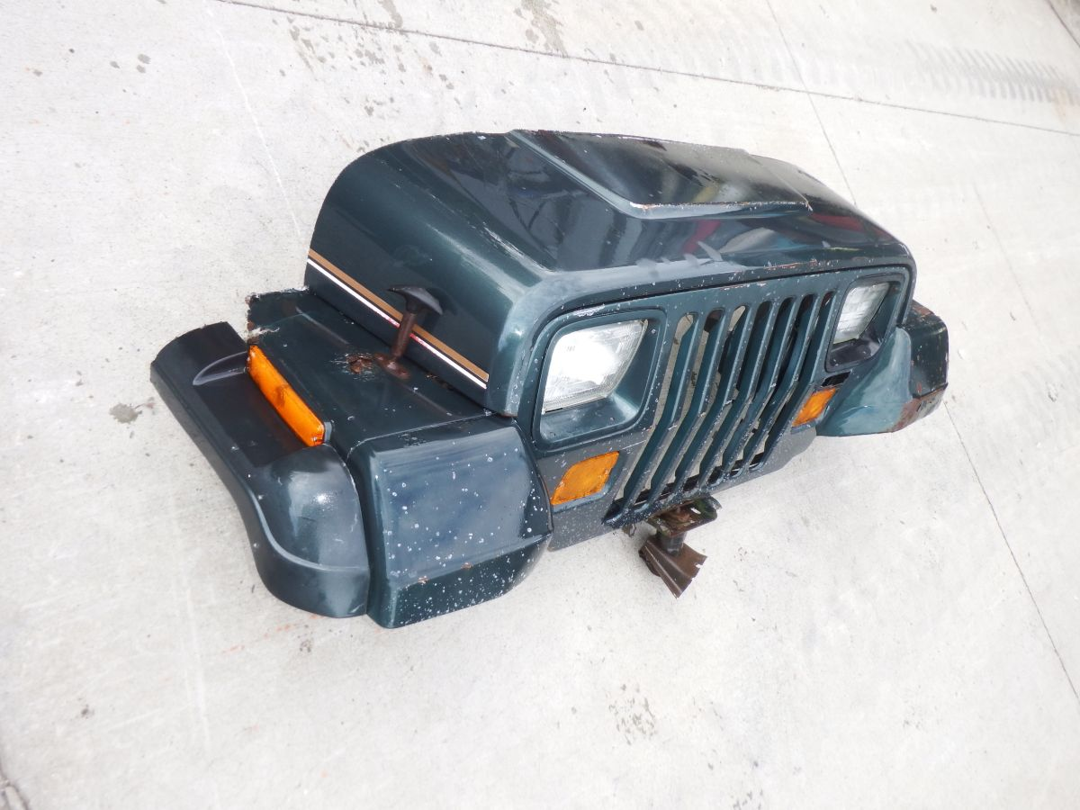 Jeep Wrangler YJ Sahara Wall Hanger Grille Front Clip Image
