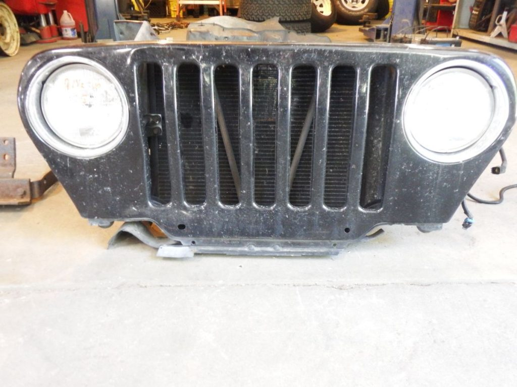97 1/2 Up Jeep Wrangler Grille Damaged Image