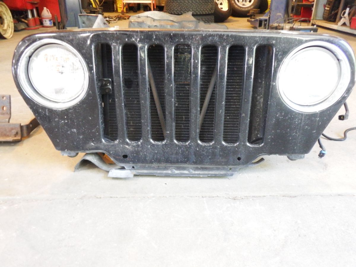 97 1/2 Up Jeep Wrangler Grille Damaged Black 100 Image