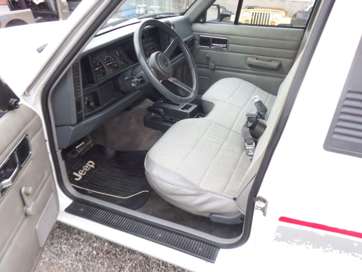 1992 Jeep Comanche 4×4 Short Bed Truck