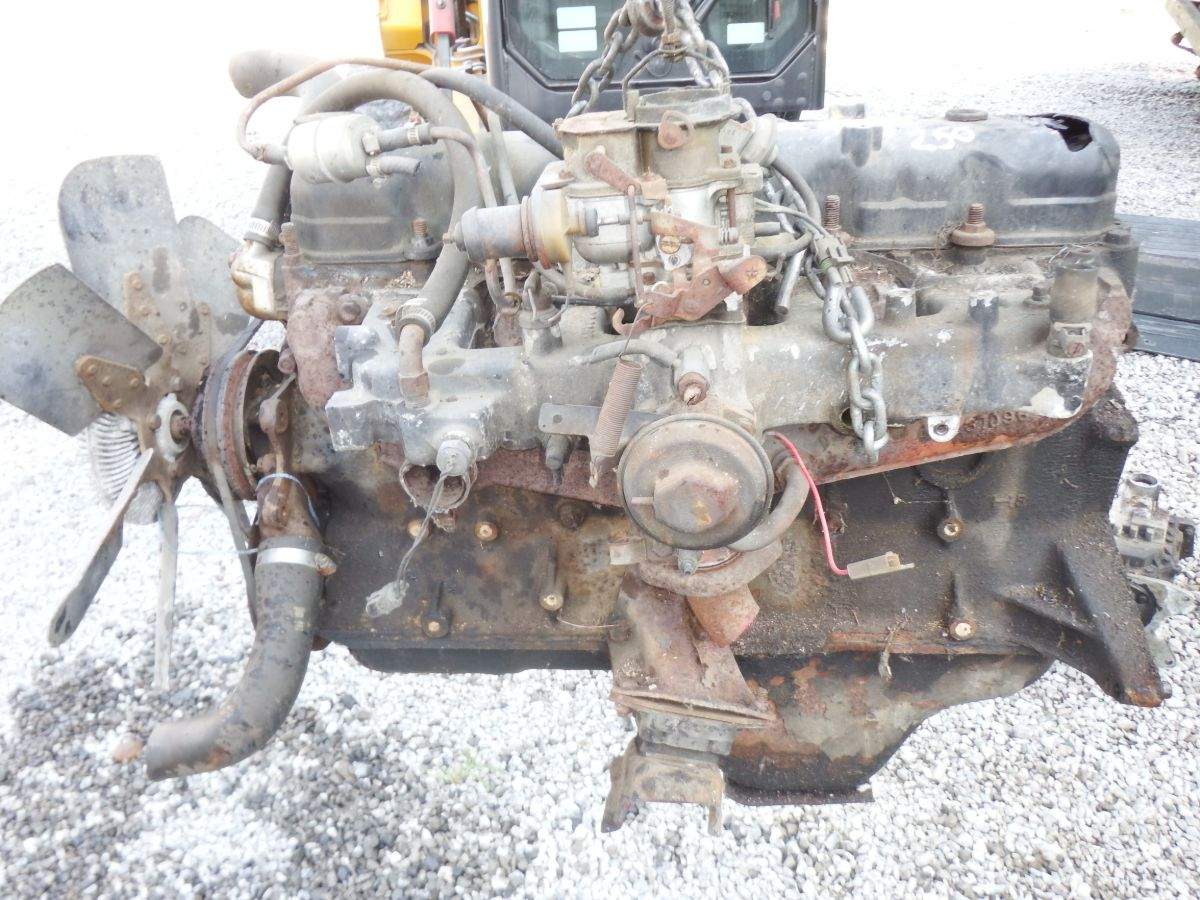 82 CJ 258 Engine needs oil pan and valve cover Image