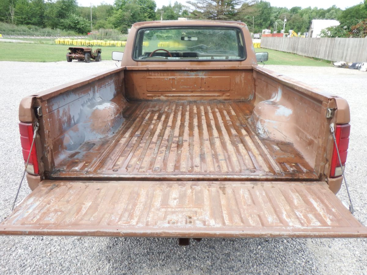 1986 Ford F-150 4×4 Long Bed