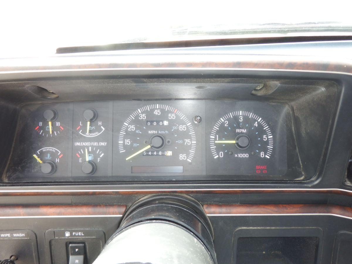 1988 Ford F-250 Regular Cab 8′ Bed 4×4