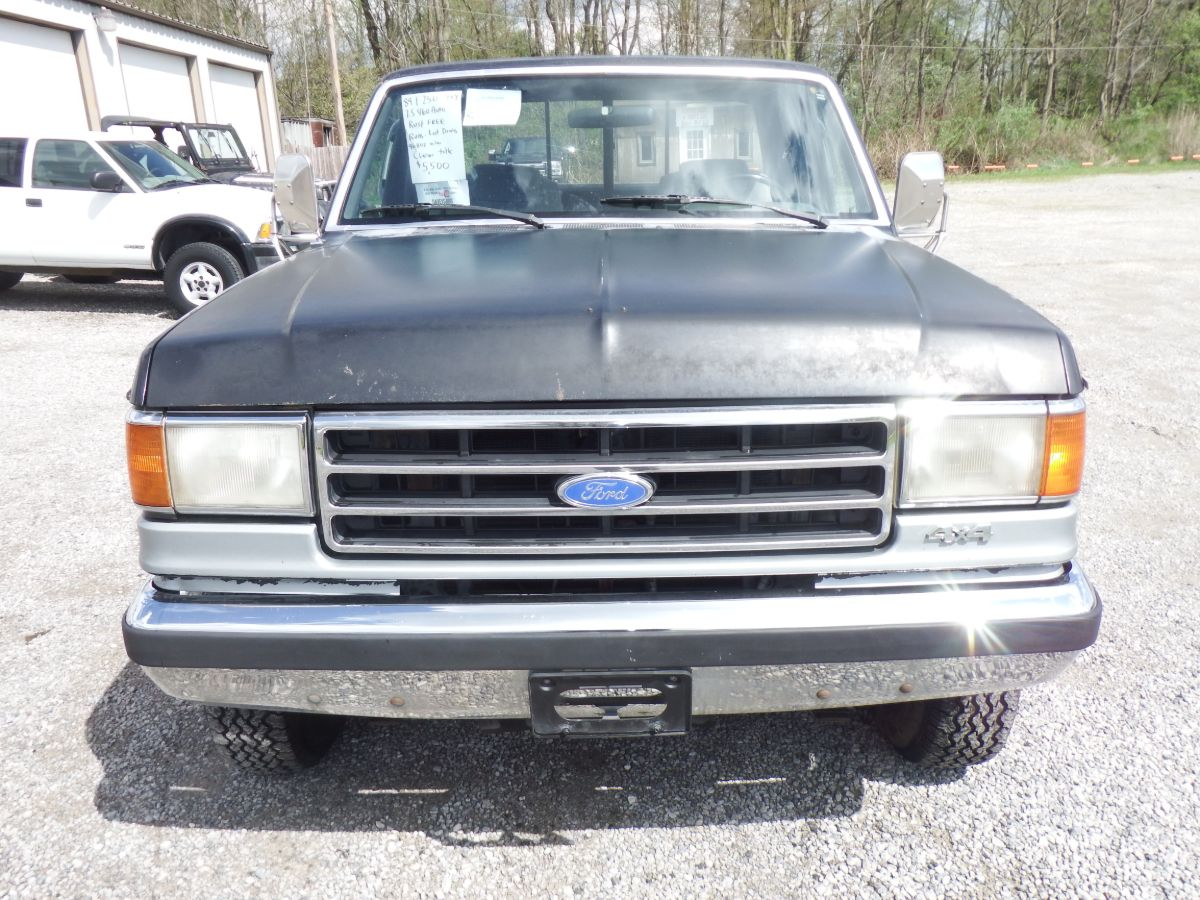 1989 Ford F-250 XLT Extended Cab 8′ Long Bed 4×4