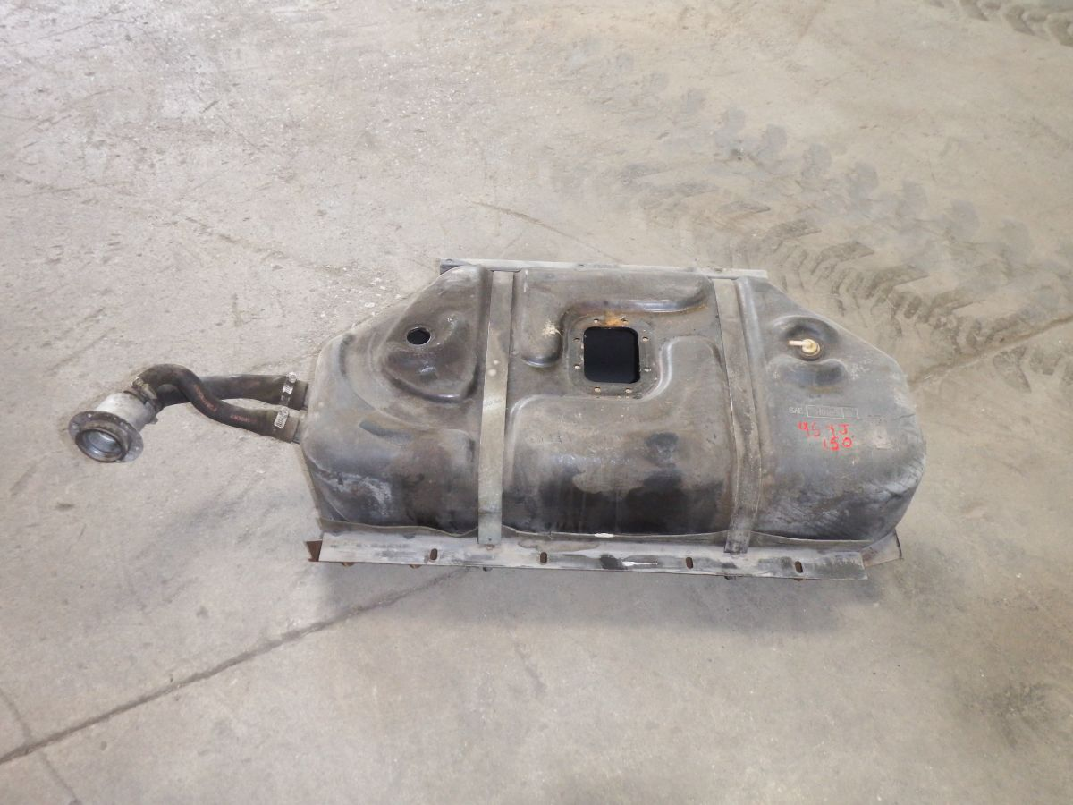 Jeep Wrangler YJ Gas Fuel Tank and Skidplate 87-95 150 Image