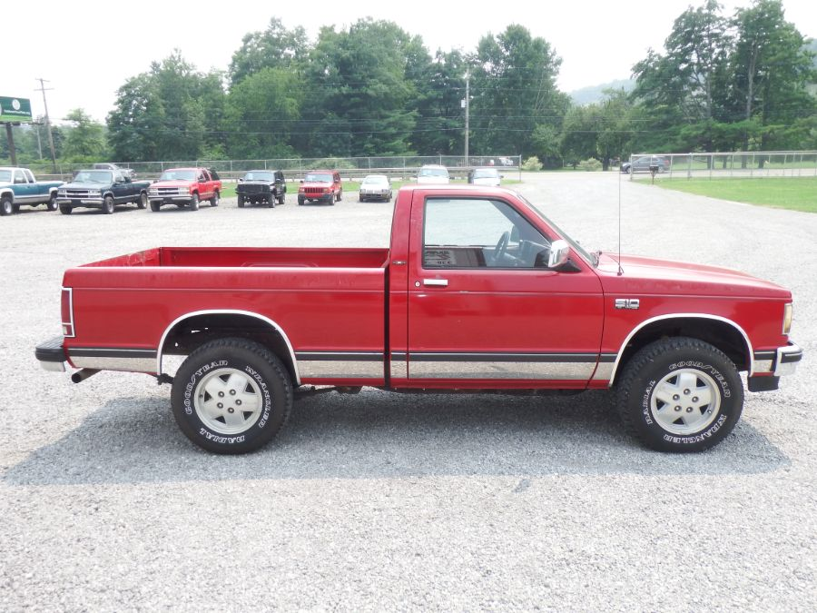 1989 Chevy S10 Tahoe Short Bed 4×4 S-10